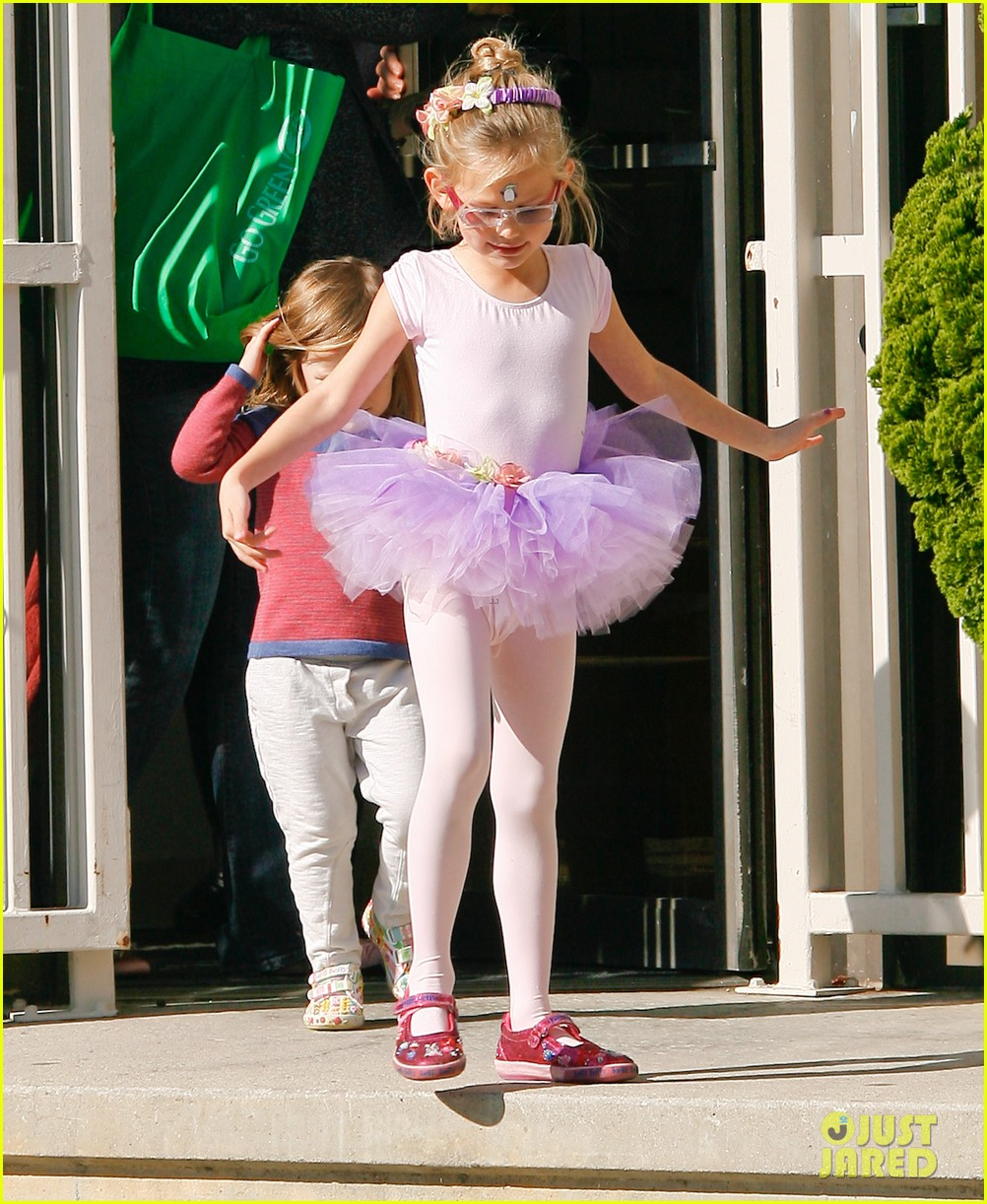 jennifer garner leaves ballet class with the girls 13