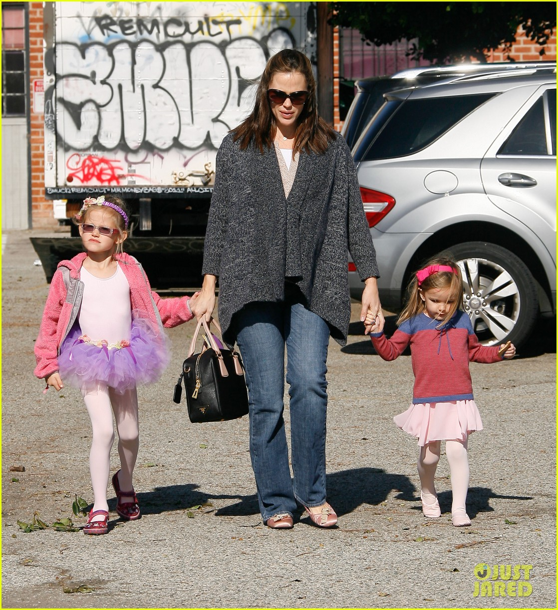 jennifer garner leaves ballet class with the girls 252606349