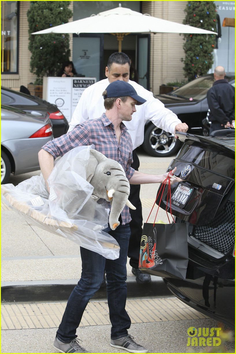 neil patrick harris christmas shopping in beverly hills 05