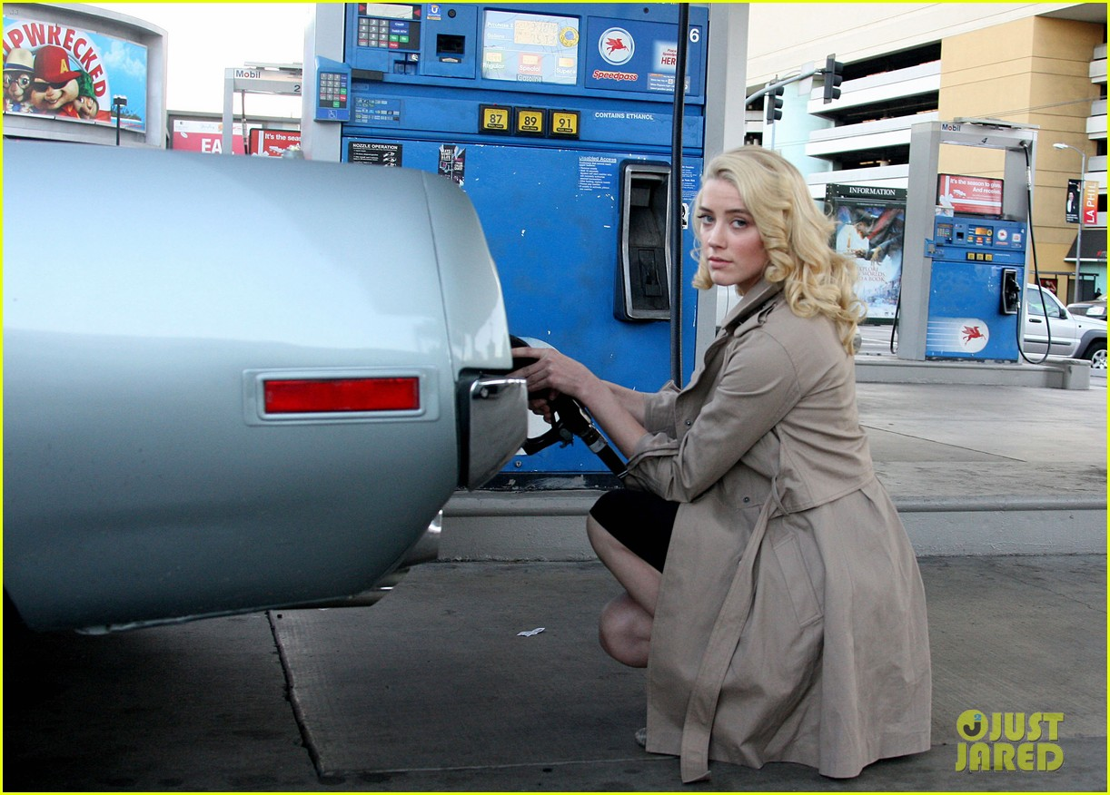 amber heard gas station 04