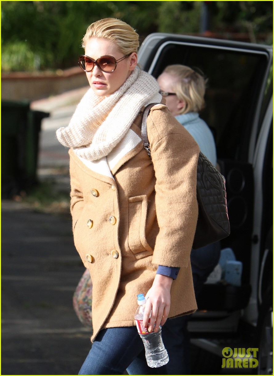 katherine heigl bundles up 02