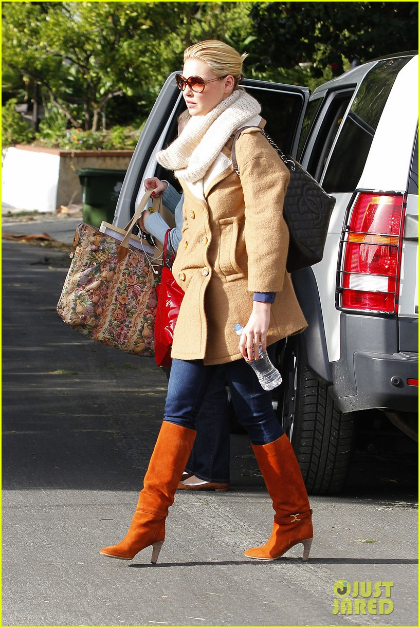 katherine heigl bundles up 05