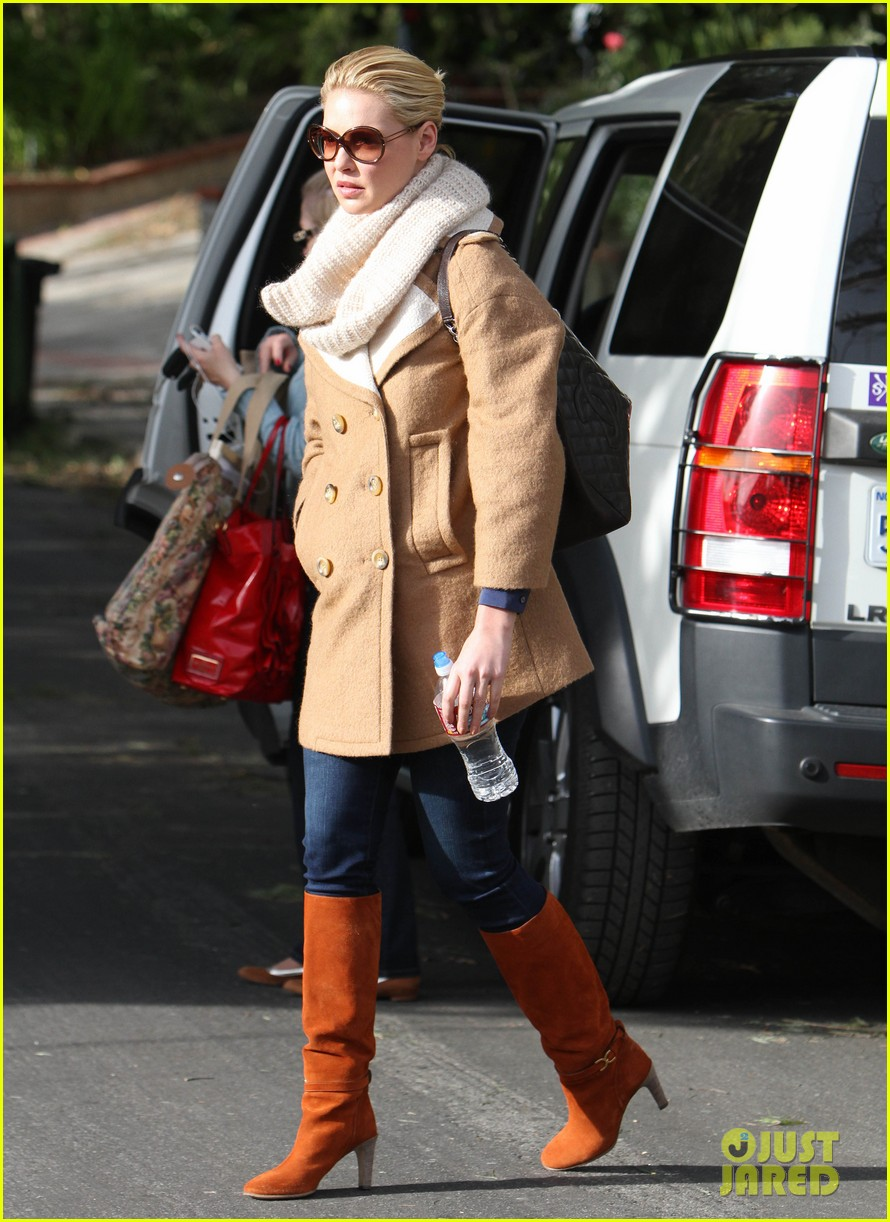 katherine heigl bundles up 09