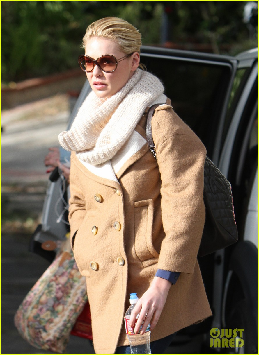katherine heigl bundles up 10