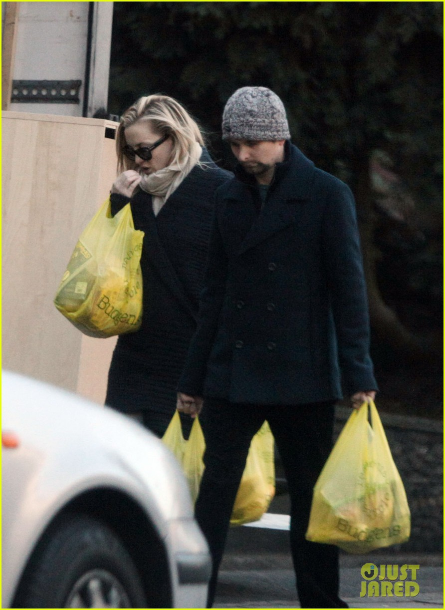 kate hudson matt bellamy ryder groceries 03
