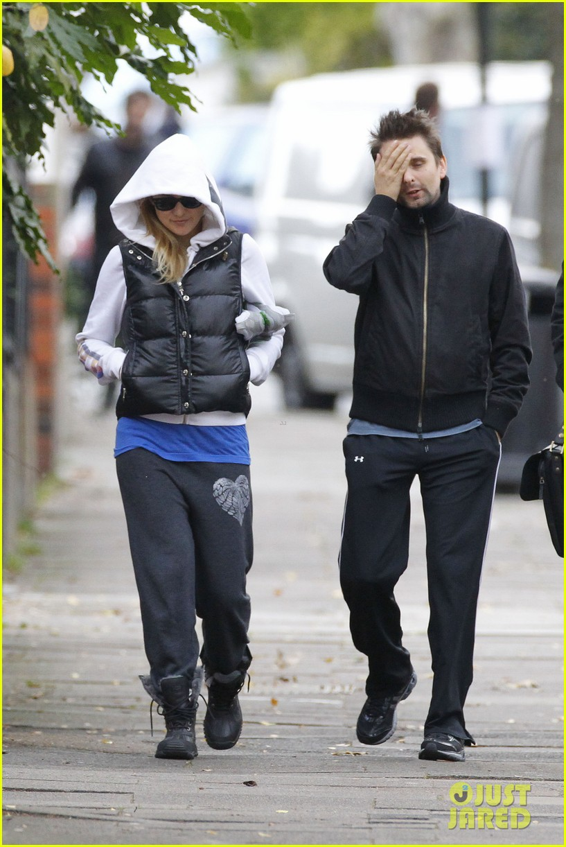 kate hudson matt bellamy bundled london 02