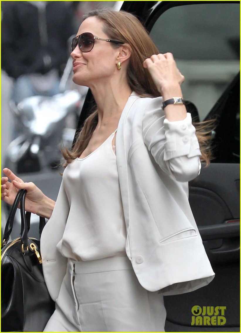 angelina jolie white suit nyc 01