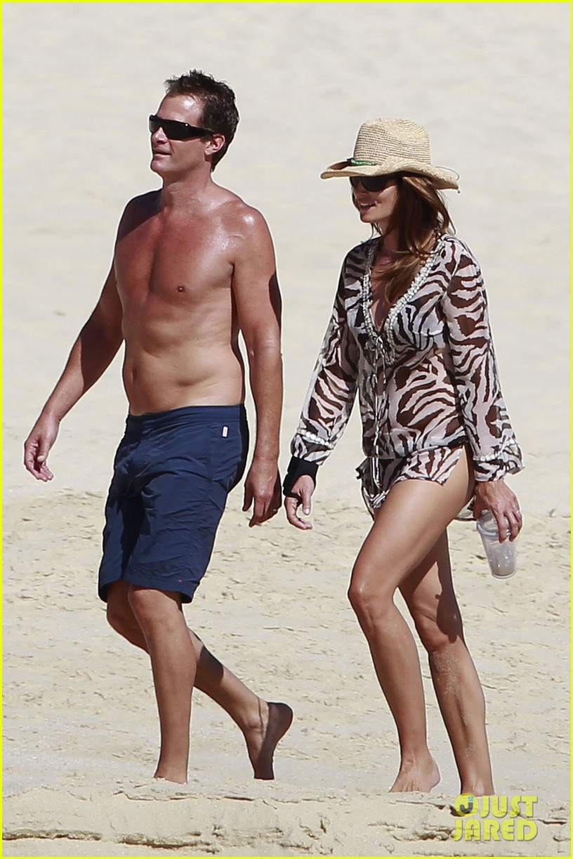 stacy keibler cindy crawford beach stroll 07