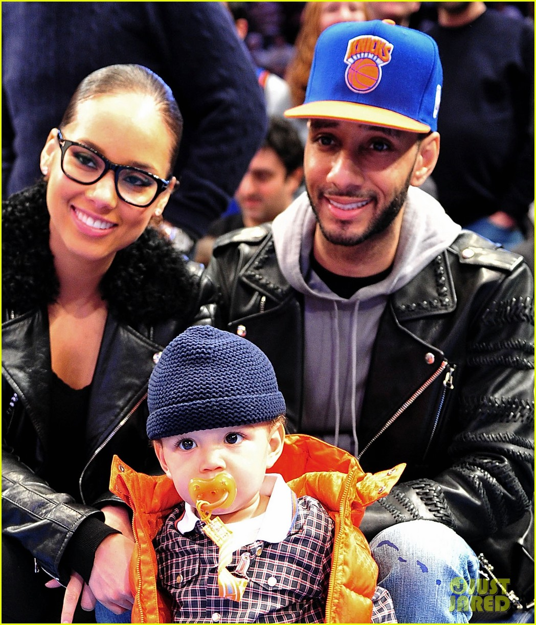 alicia keys julianne moore knicks game 03