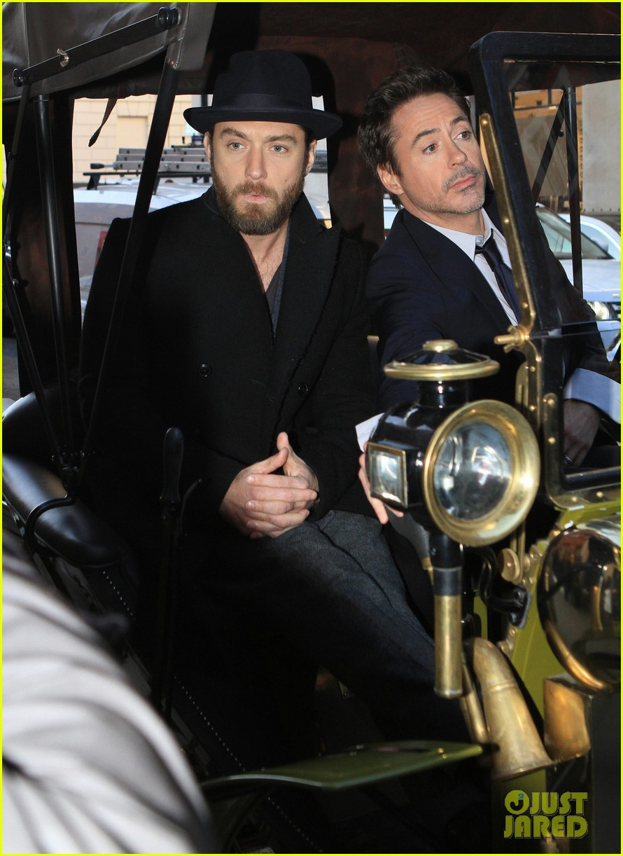 robert downey jr jude law carriage 01