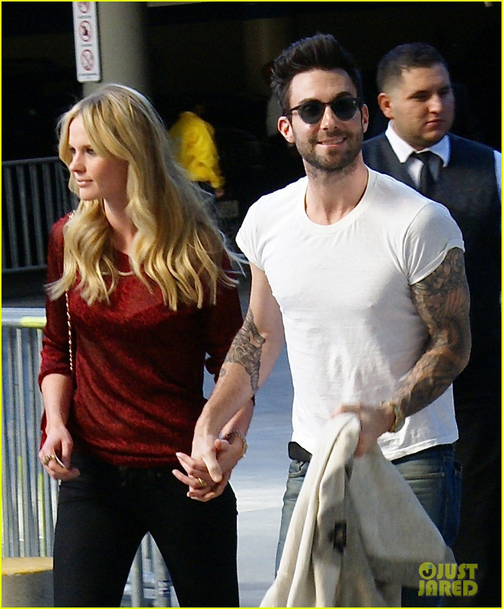 Adam Levine & Anne V: Christmas with the Lakers!: Photo 2612508 ...