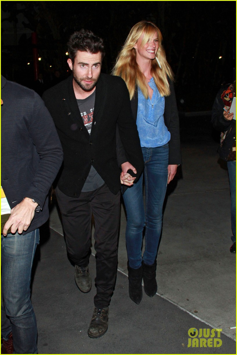 adam levine anne v lakers lovers 04