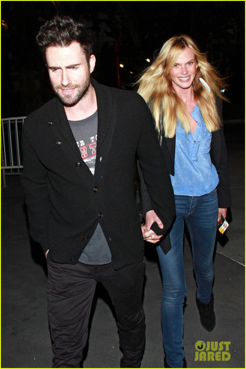 adam levine anne v lakers lovers 082612852