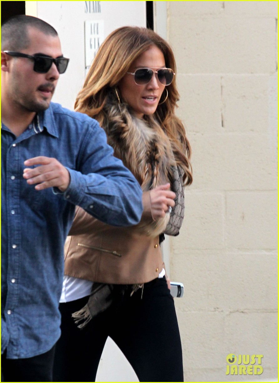 jennifer lopez jewelry store casper smart 03