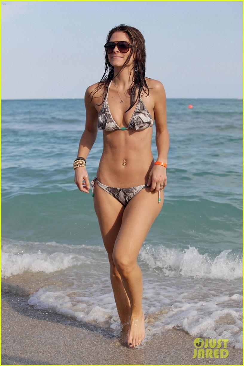 maria menounos bikini ocean 03