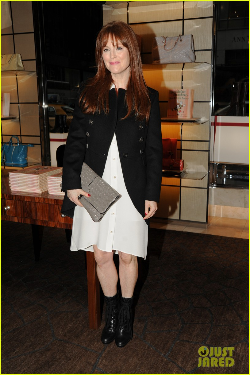 ... Sized Photo of julianne moore pirelli 02 | Photo 2607667 | Just Jared