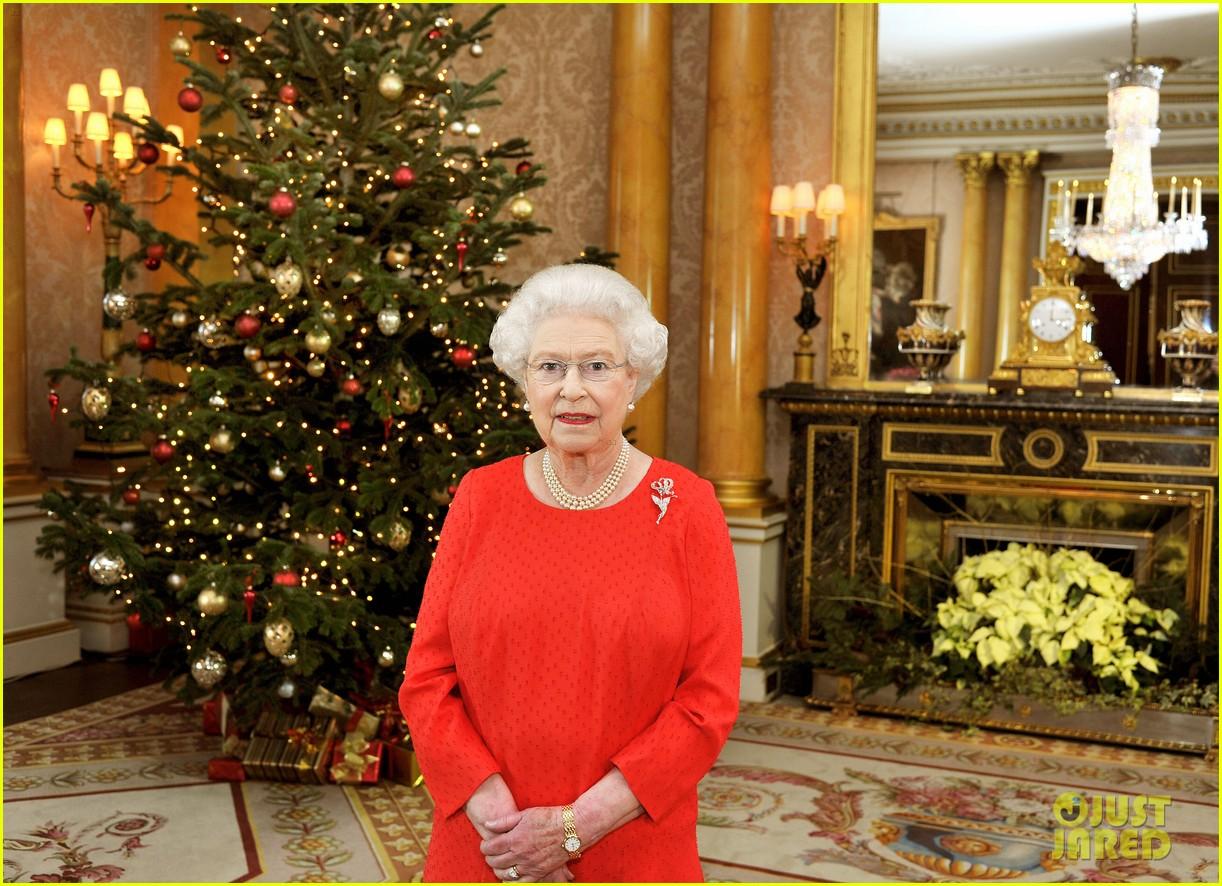 Queen Elizabeth II: Christmas Day Telecast!: Photo 2612187 | Queen ...