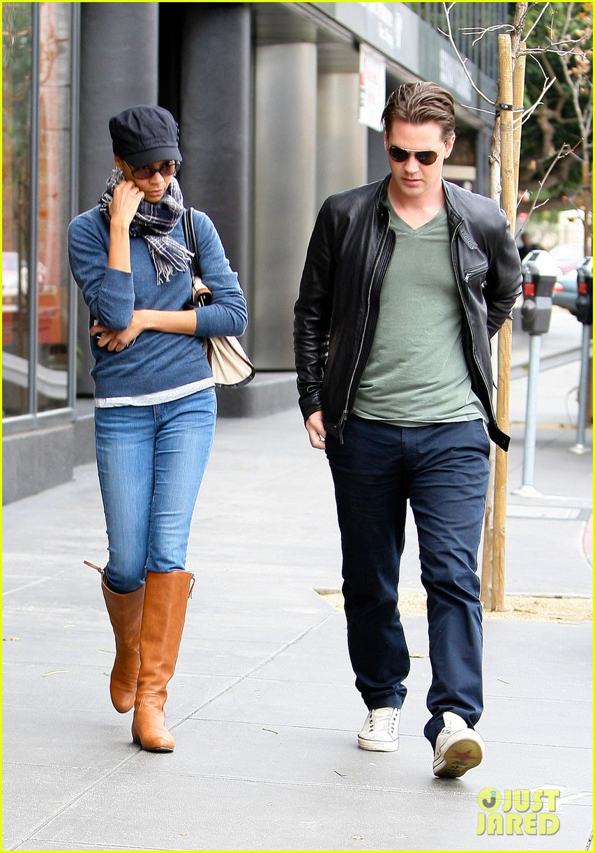 zoe saldana keith britton leave office building 02