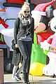 gwen stefani christmas shopping kingston zuma 05