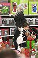gwen stefani christmas shopping kingston zuma 09