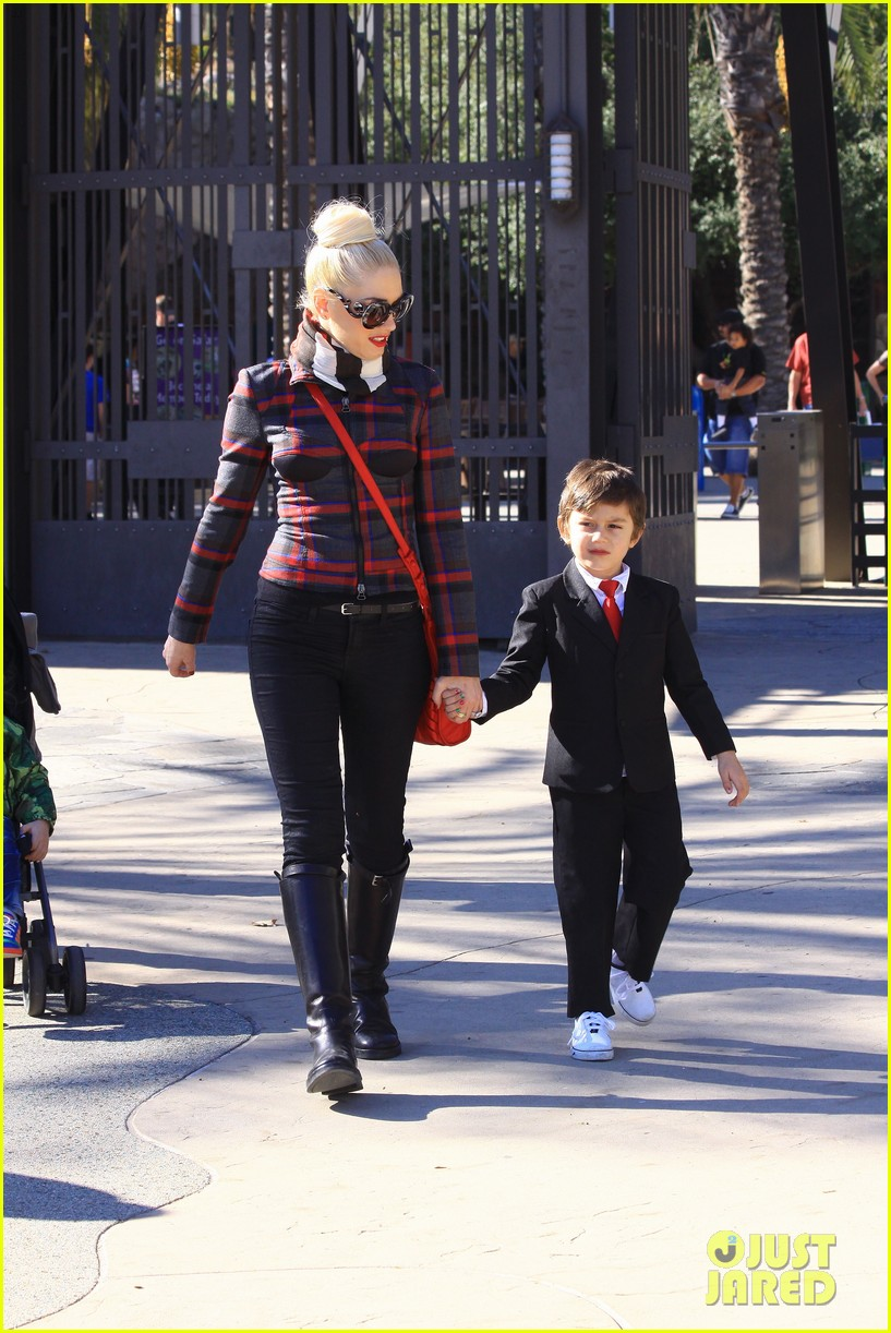 gwen stefani christmas eve at the zoo 10