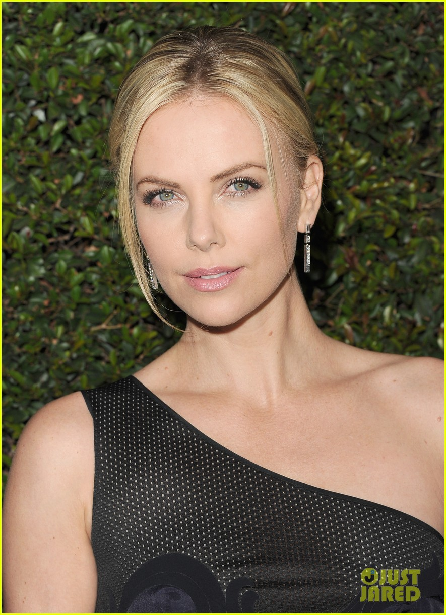 charlize theron young adult Young Adult Charlize Theron