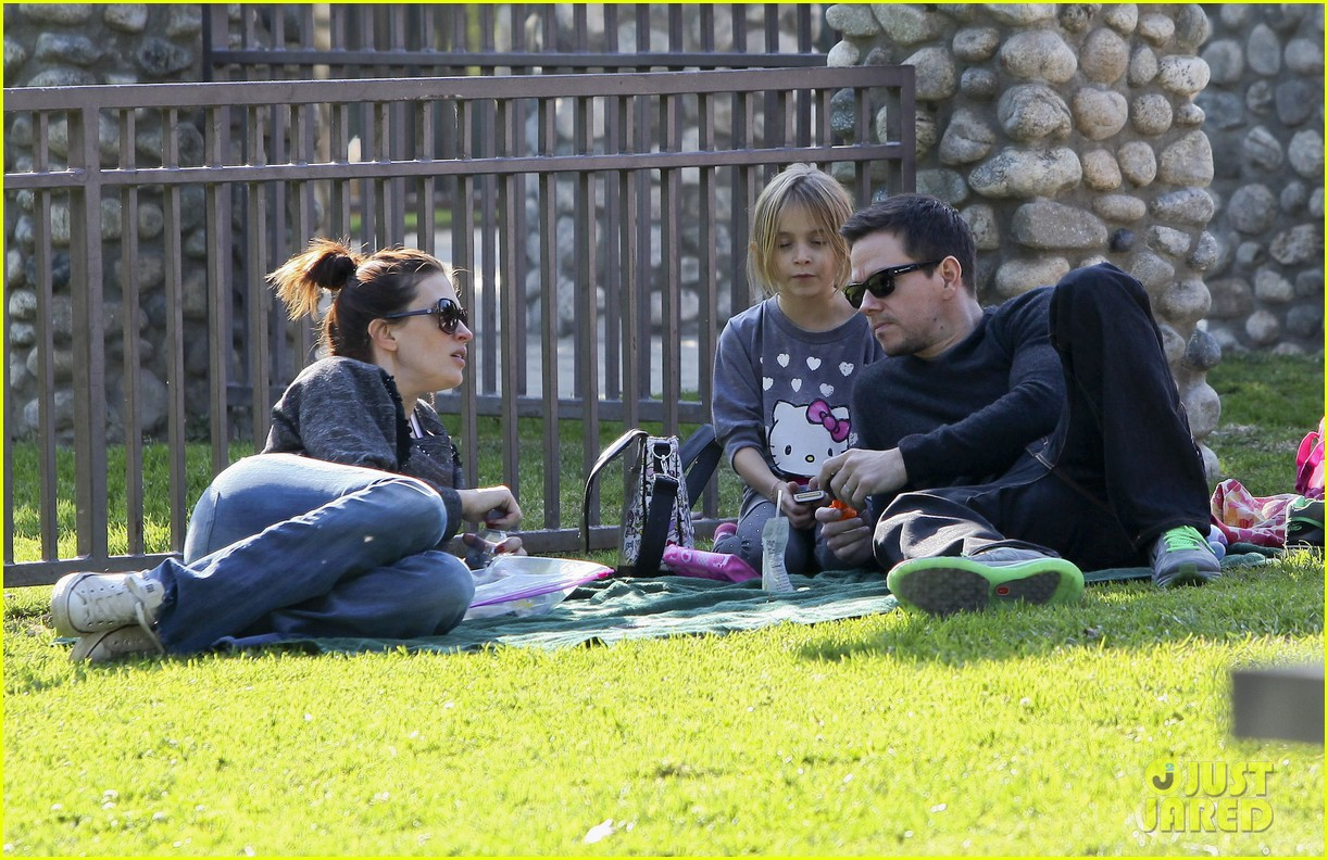mark wahlberg family park day 22