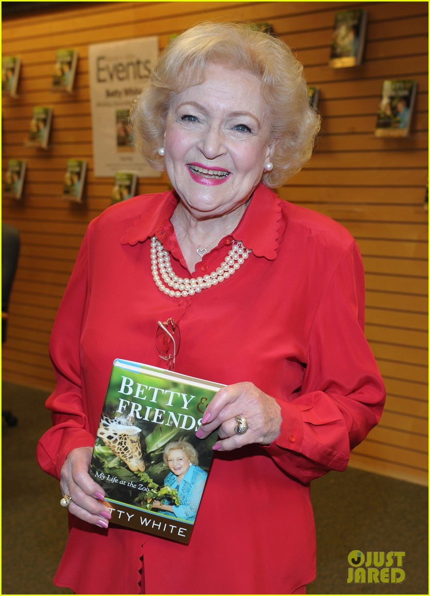 betty white book signing 02