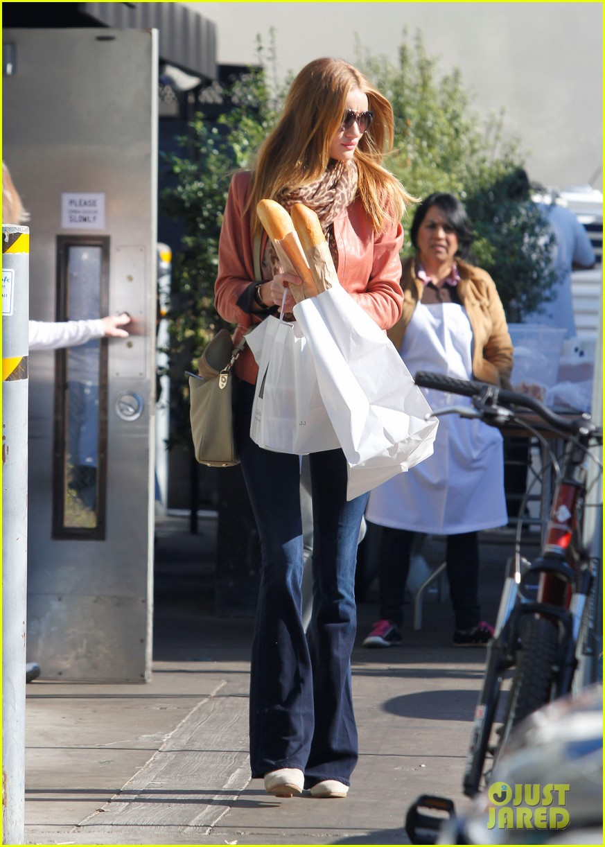 rosie huntington whiteley prepares for christmas dinner 10