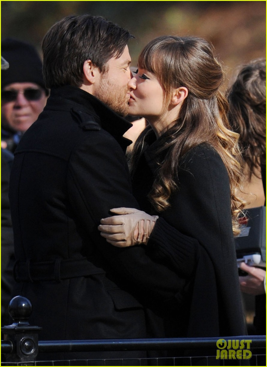 olivia wilde jason bateman longest week kiss in central park 042605741