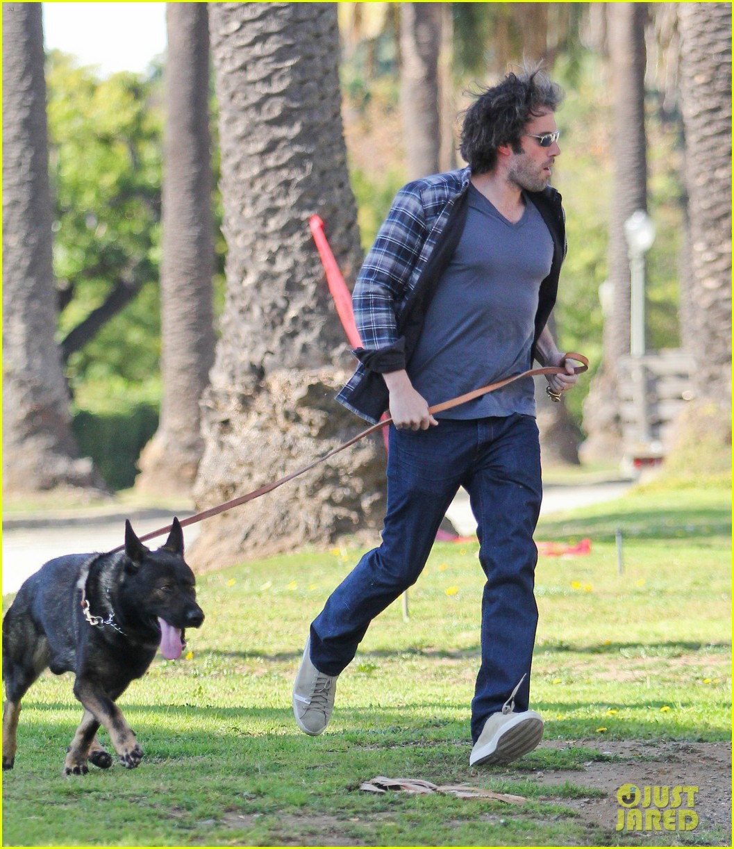 ben affleck morning dog jog 03