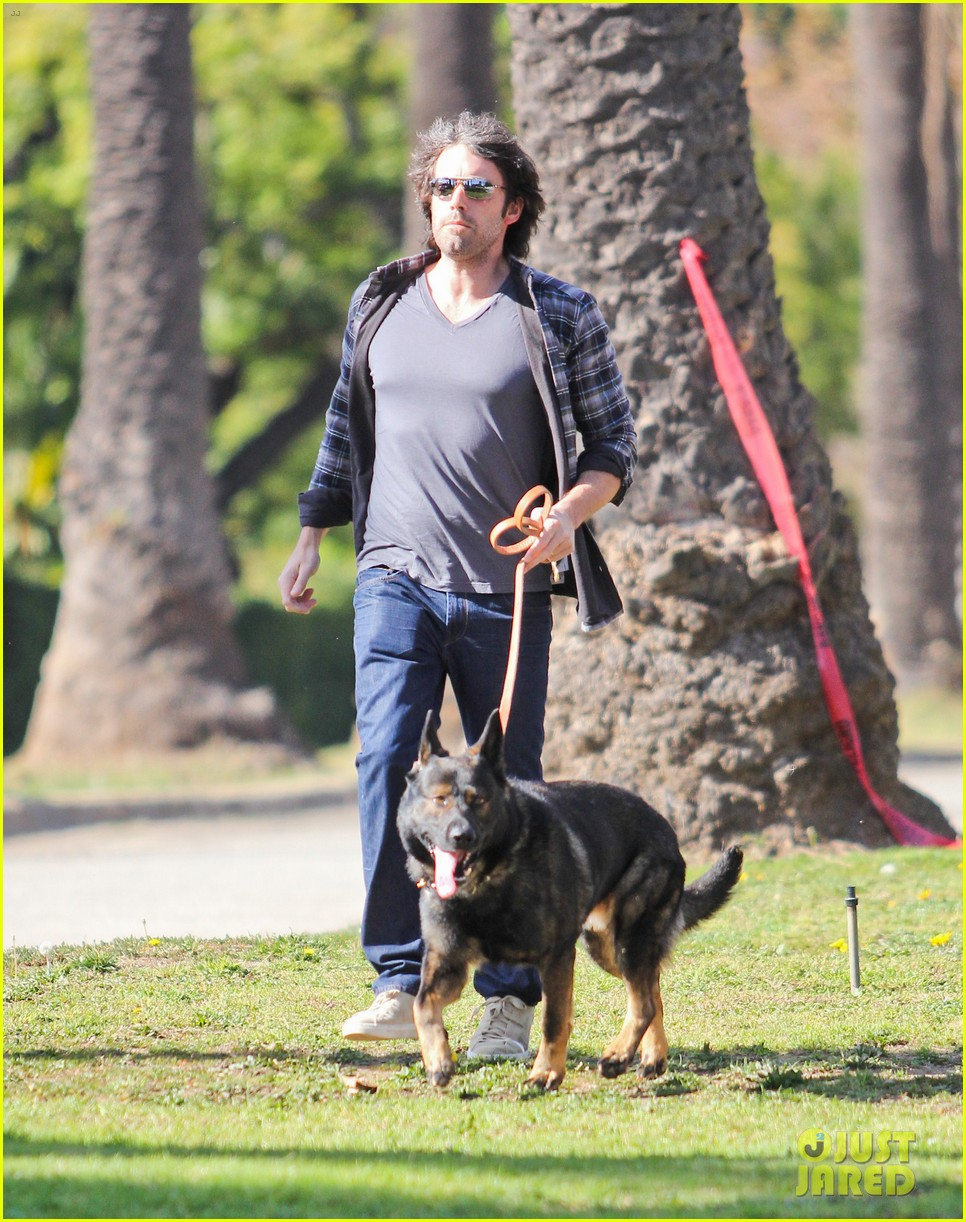 ben affleck morning dog jog 04