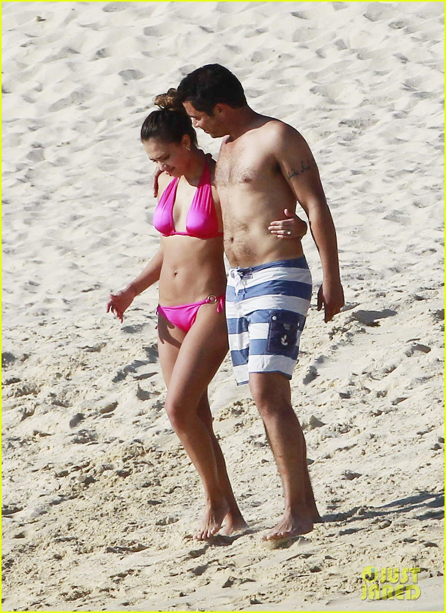 jessica alba hot pink bikini 02