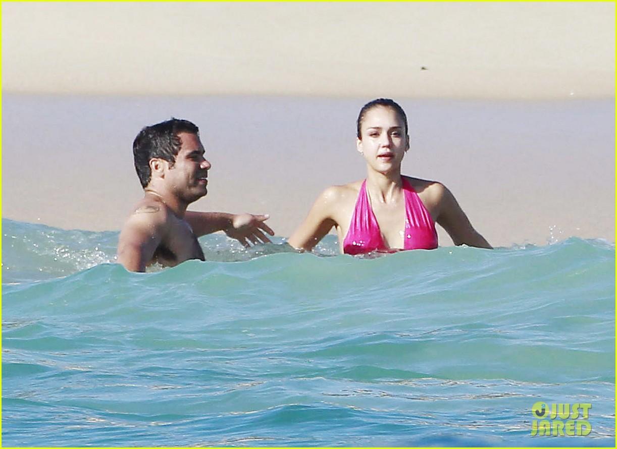 jessica alba hot pink bikini 032614080