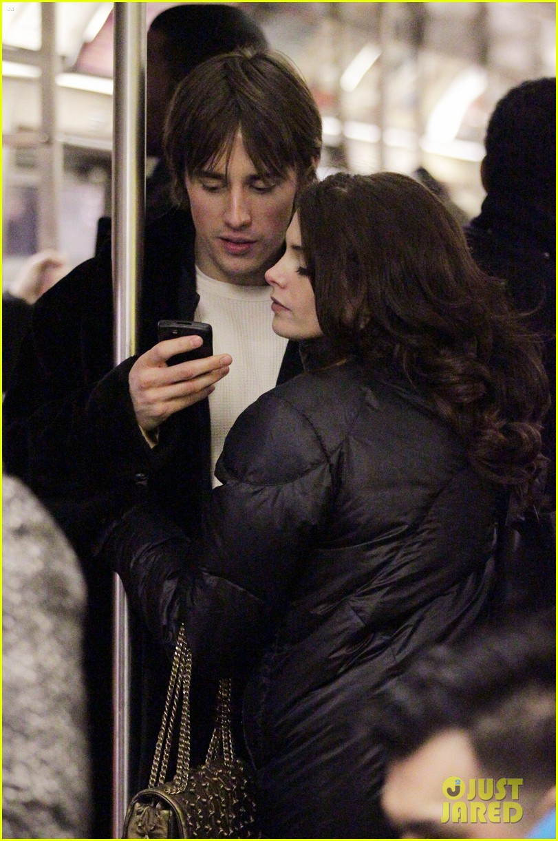 ashley greene reeve carney 032618951
