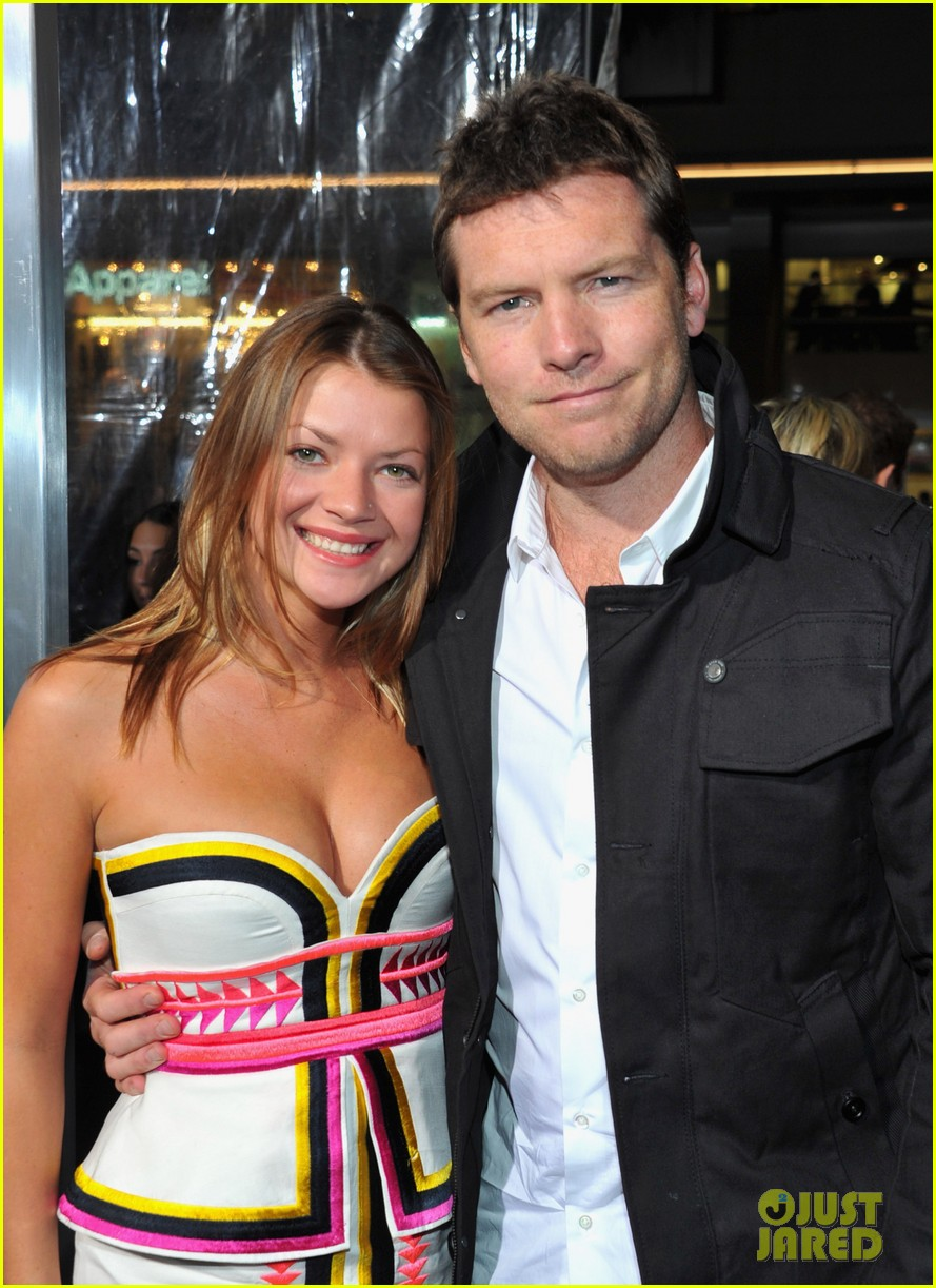 elizabeth banks sam worthington man cliff premiere 09