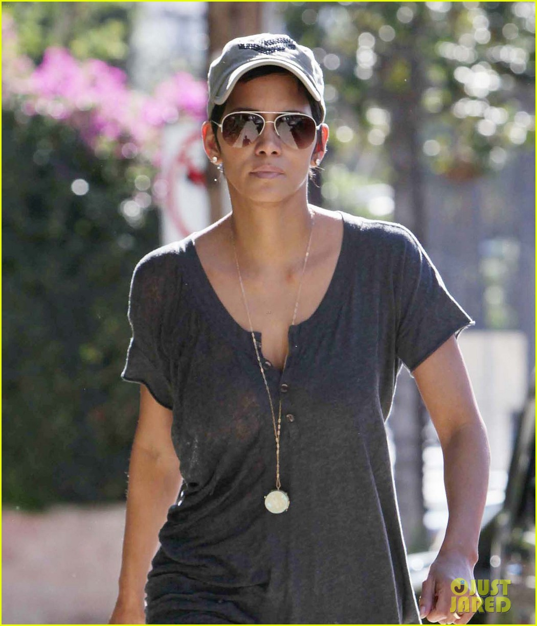 halle berry nahla school pickup 02
