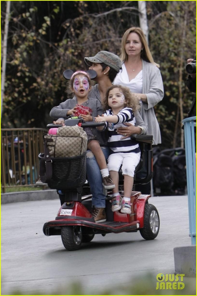halle berry scooter disneyland 05