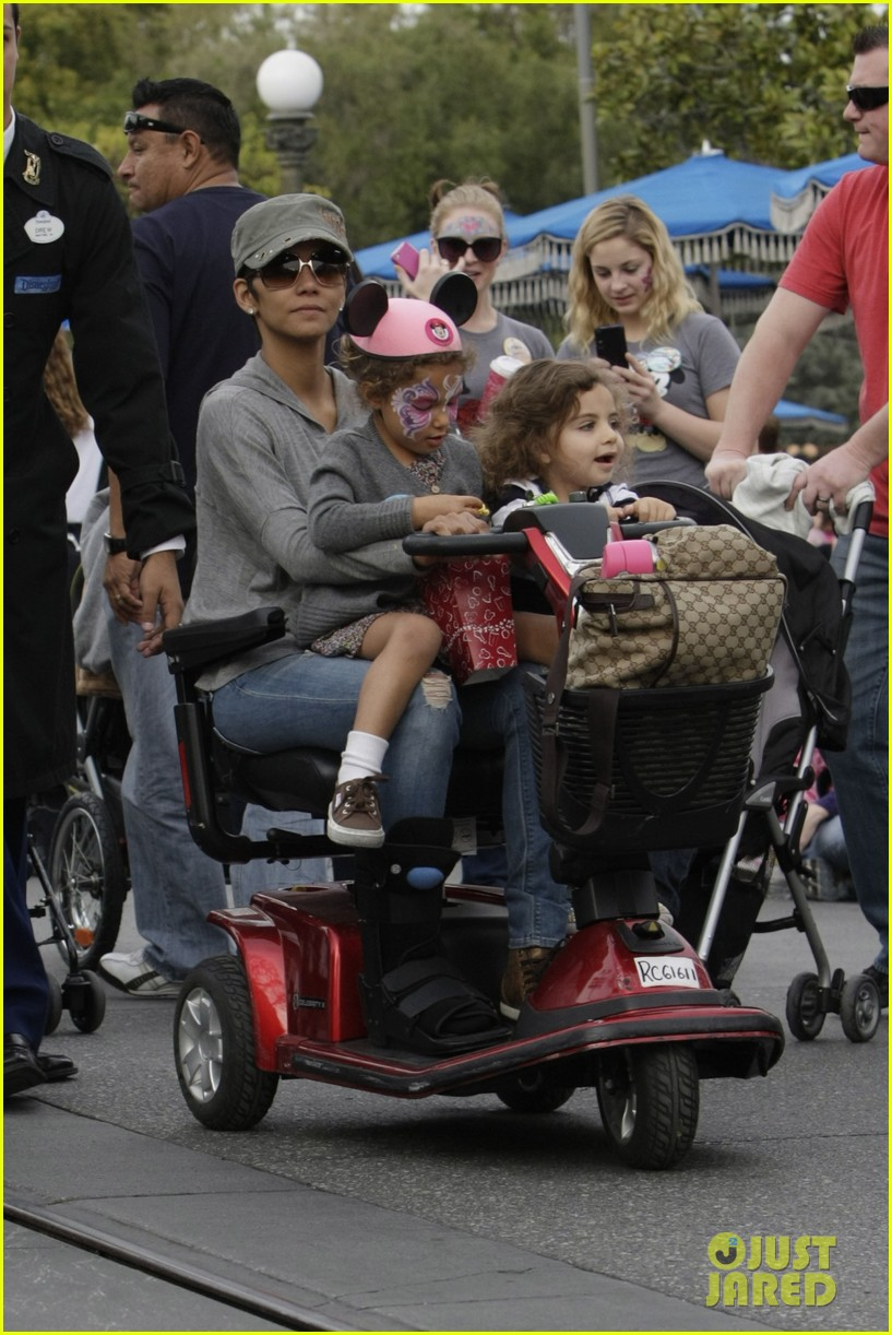 halle berry scooter disneyland 10