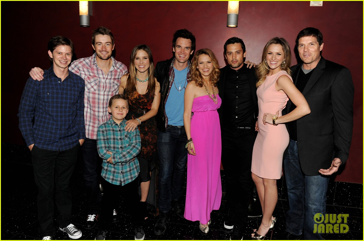 one tree hill stars dating real life Female cast and crew members of one tree hill sign a letter accusing former showrunner mark schwahn of on one tree hill -- including stars to life play.