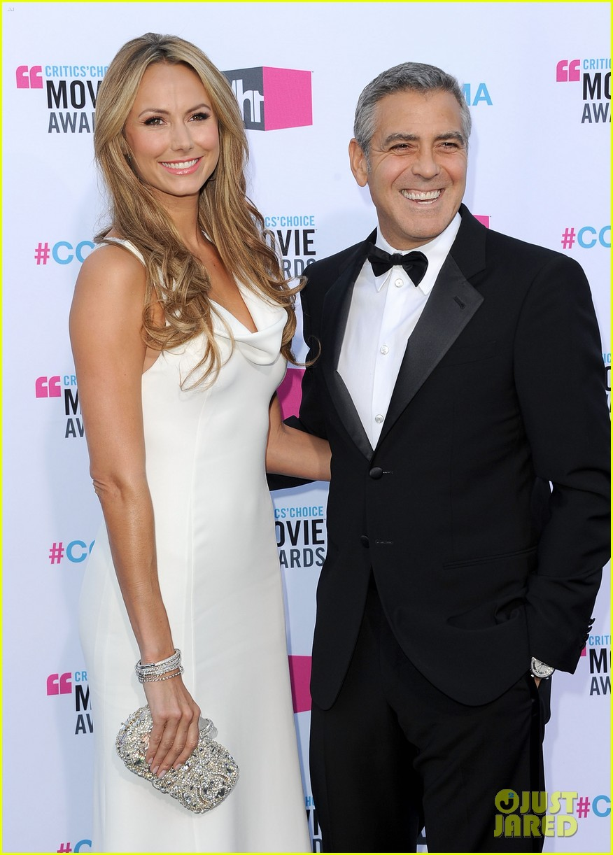 george clooney stacy keibler 2012 critics choice awards 01