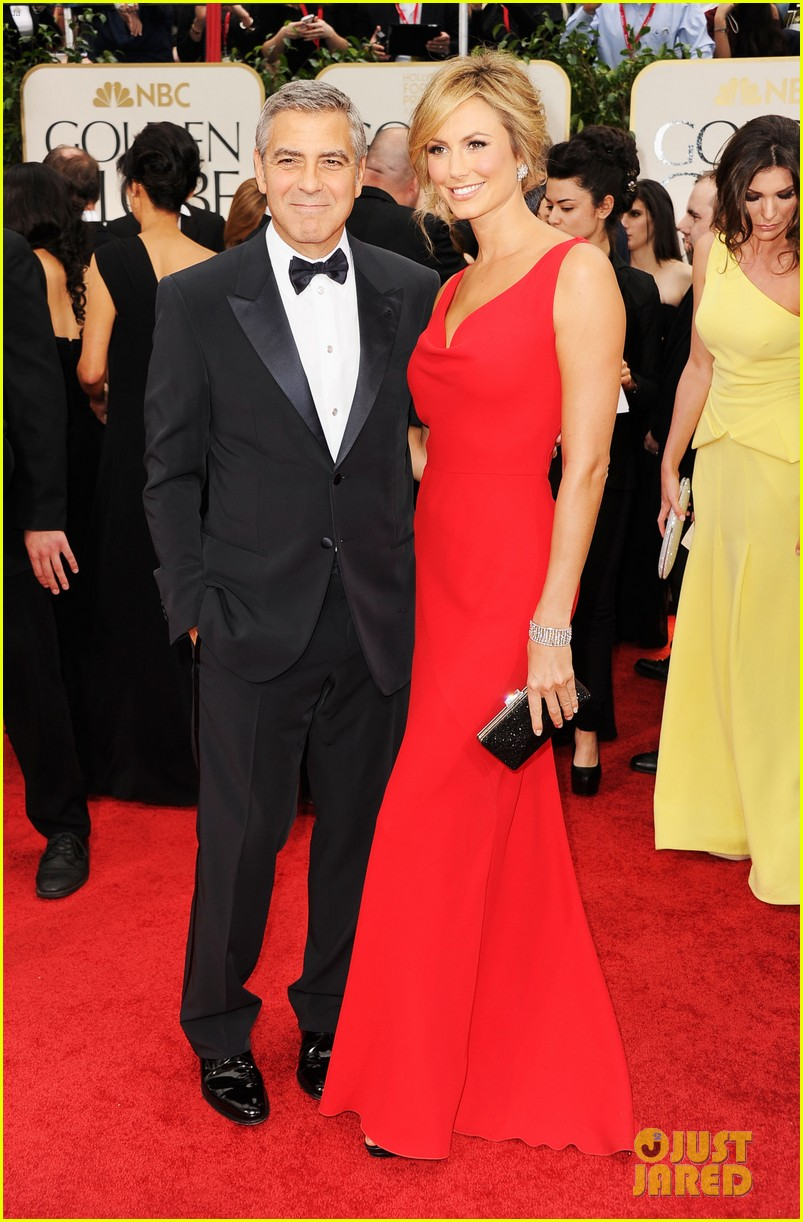 george clooney stacy keibler golden globes 2012 01