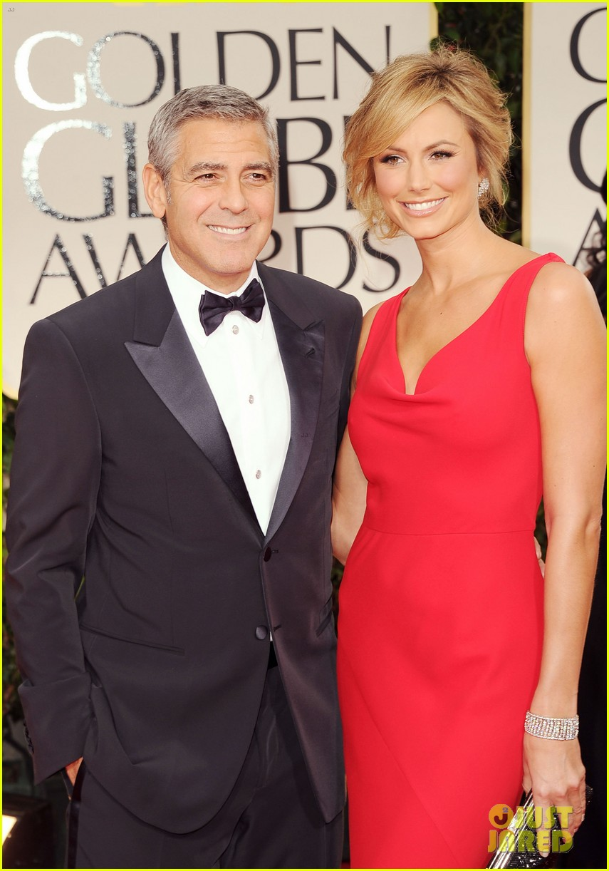 george clooney stacy keibler golden globes 2012 082618370