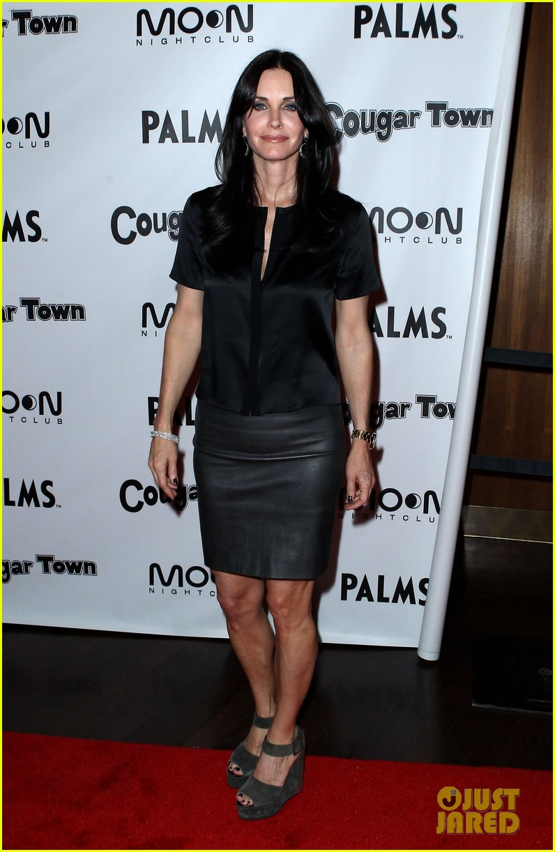 courteney cox cougar town viewing party las vegas 022620799