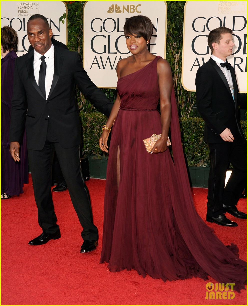 viola davis 2012 golden globes red carpet 02