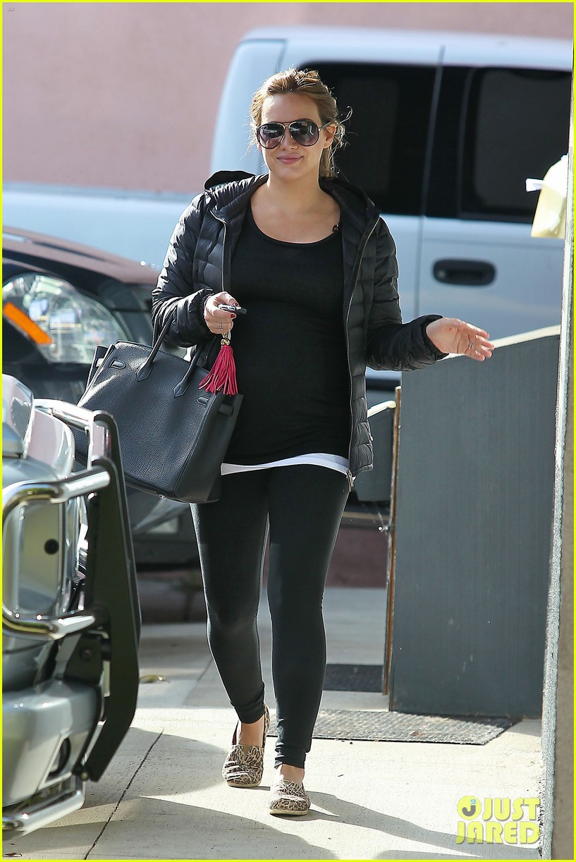 hilary duff pregnant pilates 02