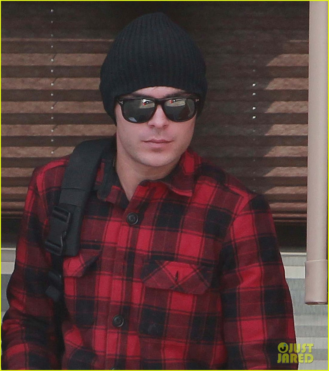 zac efron plaid paperboy 04
