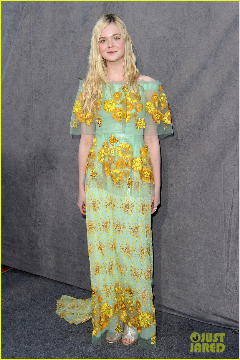 elle fanning critics choice awards 2012 01
