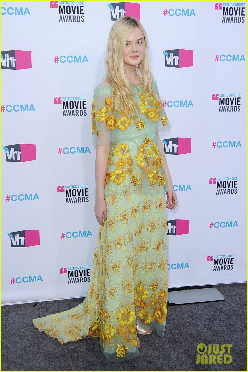 elle fanning critics choice awards 2012 04