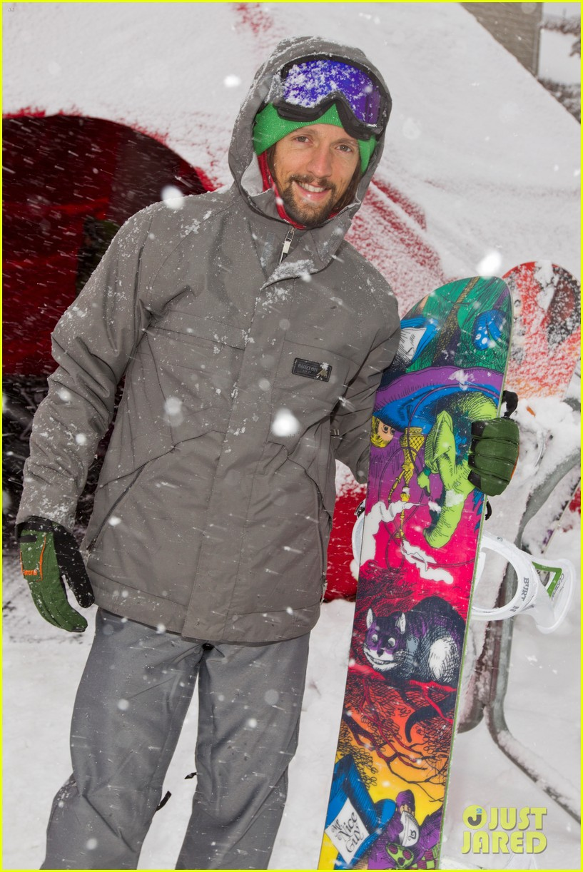 emma roberts burton snowboarding 04